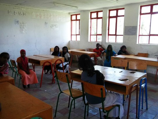 alaba experimental school - maximum 30 pupils in class and not in rows!