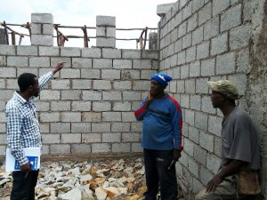 Woninata - superviser Bereket with the foreman and carpenter